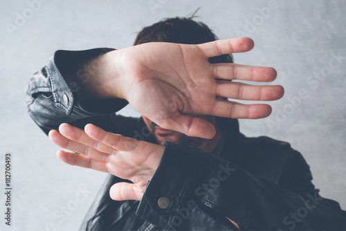 Fototapeta  Celebrity male hiding face from paparazzi photographers