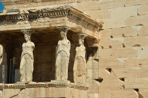 Tuinposter Athene parthenon in Athens greece ancient monuments caryatids