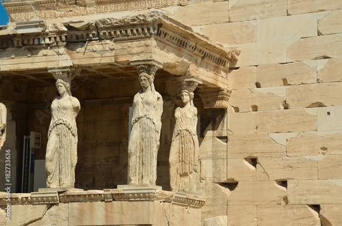 Foto auf AluDibond Athen parthenon in Athens greece ancient monuments caryatids