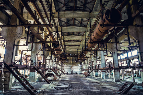 Tuinposter Oude verlaten gebouwen Ruins of abandoned industrial factory, large warehouse or hangar building with rusty equipment and machine tools