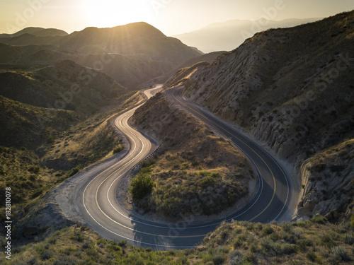 Staande foto Grijze traf. curve road