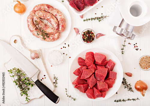 Foto op Aluminium Spa Chopped raw meat. The process of preparing forcemeat by means of a meat grinder. Homemade sausage. Ground beef. Top view