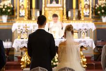 Priest Celebrate Wedding Mass ...