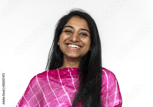 Photo  Happy Indian woman wearing a sari