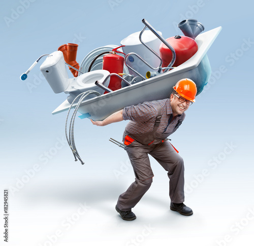 Fotografia  Worker holding bathtub with sanitary engineering on his back // showing big asso