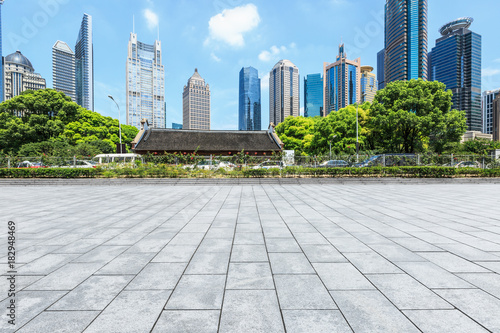 Foto op Canvas Stad gebouw Empty city square road and modern commercial buildings scenery in Shanghai