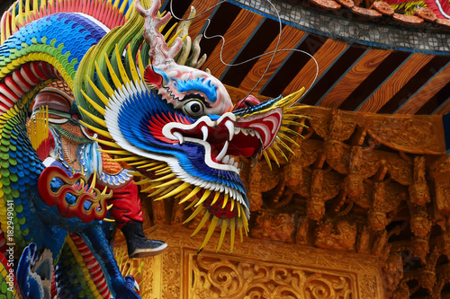 Stampa su Tela Beautiful and colorful Asian dragon sculpture