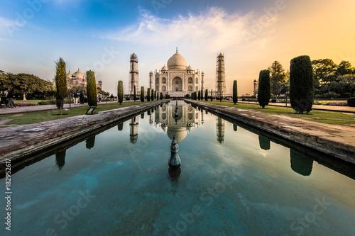 Fotografie, Obraz  Sunrise at Taj Mahal