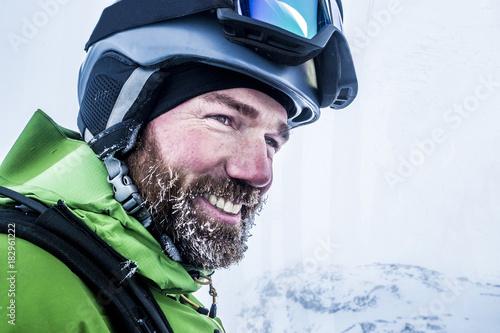 Fotografía  Portrait Skifahrer mit vereistem Bart