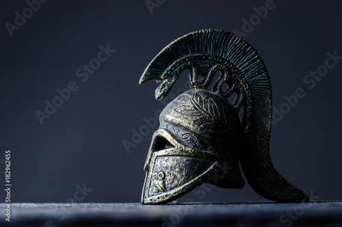 Fotografia roman helmet on a black background
