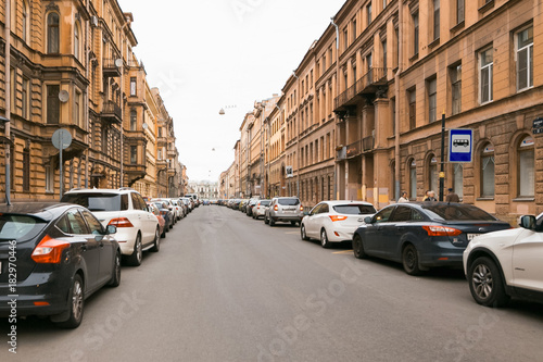 Papiers peints Paris Petersburg, Russia - June 30, 2017: movement of cars on the streets of the city.