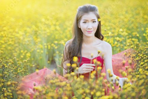 Tuinposter Zwavel geel Beautiful girl and fresh flowers