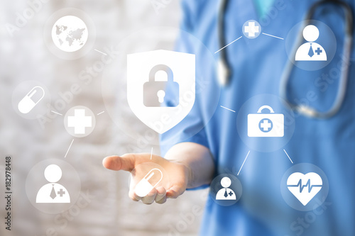 Fotografía  Doctor pushing button locked shield virus security virtual healthcare network me