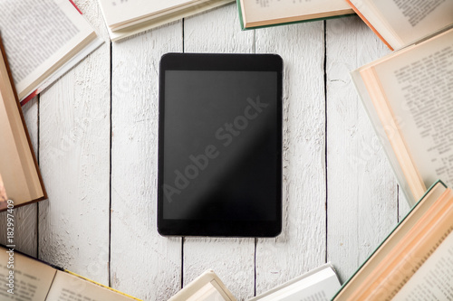 Fotomural Black Ebook Reader with Many Paper Books
