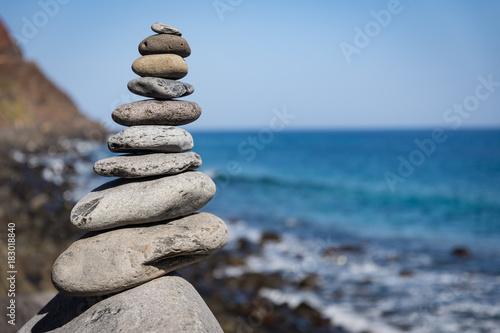 Photo sur Plexiglas Zen pierres a sable stack of stones on the beach