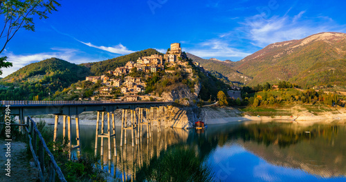 Photo Stands Lake Travel in Italy - beautiful medieval village Castel di Tora and scenic Turano lake.