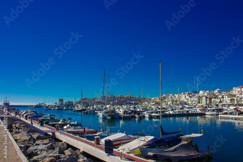 Plakat Port. Port Puerto Banus, Marbella, Costa del Sol, Andaluzja, Hiszpania. Zdjęcie wykonane - 21 listopada 2017 r.