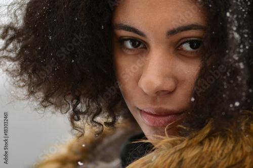 Fototapety, obrazy: portrait beauté de la jeune fille afro-américaine avec le maquillage afro et glamour.