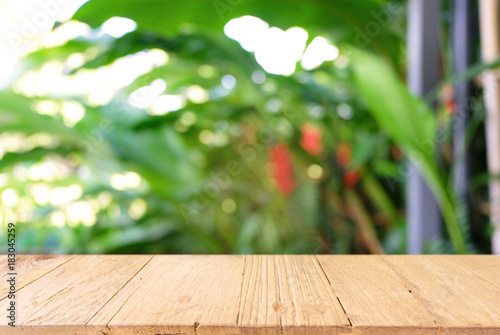 Poster Bois Empty wooden table in front of abstract blurred background of coffee shop . can be used for display or montage your products.Mock up for display of product.