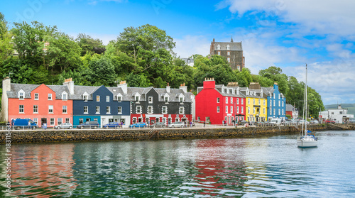 Fotografía  Tobermory in a summer day, capital of the Isle of Mull in the Scottish Inner Hebrides