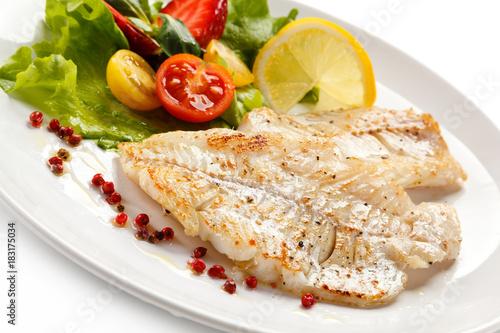 Fotografia, Obraz Fish dish - fried fish fillet and vegetables