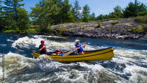 Valokuvatapetti Aerial photo of a family whitewater canoe trip