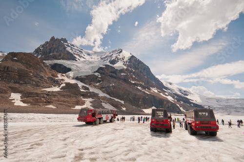 Fototapeta Ice Explorers on icefield obraz
