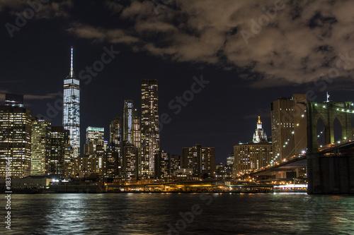 Keuken foto achterwand Verenigde Staten Nächtliches Panorama auf Manhattan von New York in den USA.
