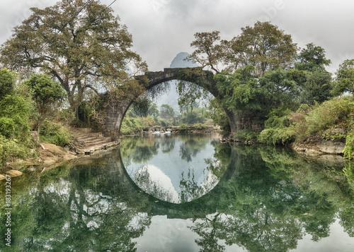Obraz na plátně Fuli Bridge on the Yulong River Yangshuo