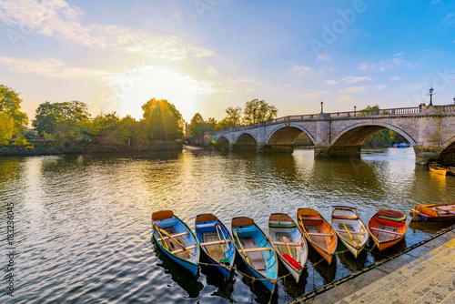 Richmond River Thames boats and bridge Fototapet