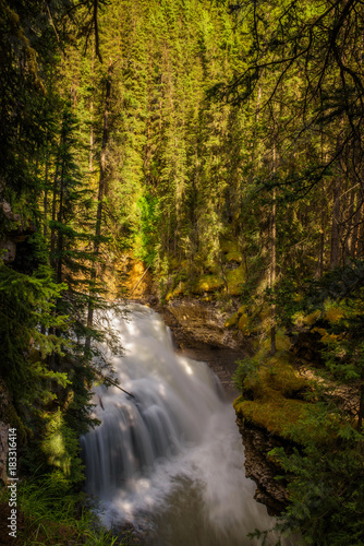 Papiers peints Foret brouillard Waterfall in Johnston Canyon, Banff National Park, Canada