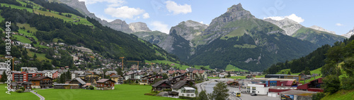 Spoed Foto op Canvas Zuid-Amerika land The village of Engelberg on the Swiss alps