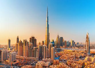 DUBAI, UJEDINJENI ARAPSKI EMIRATI, 18. VELJAČE 2017: Prekrasan centar Dubaija na zalasku sunca, Dubai, Ujedinjeni Arapski Emirati