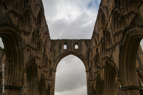 Fotobehang Oude gebouw Ruins of famous Riveaulx Abbey, England