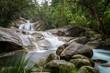 Tropischer Wasserfall Langzeitbelichtung