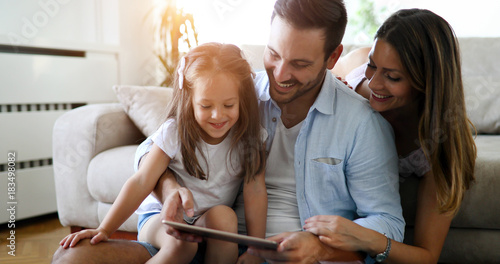 Fotografia  Family holding a tablet and looking at it
