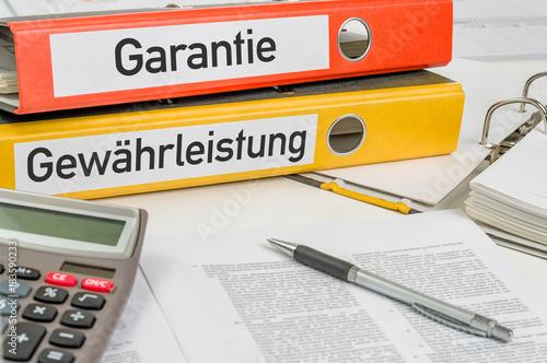 Aktenordner mit der Beschriftung Garantie und Gewährleistung Canvas Print