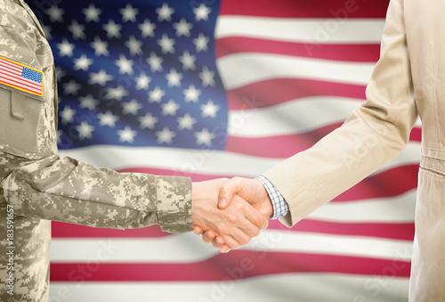 USA military man in uniform and civil man in suit shaking hands with adequate na Canvas-taulu