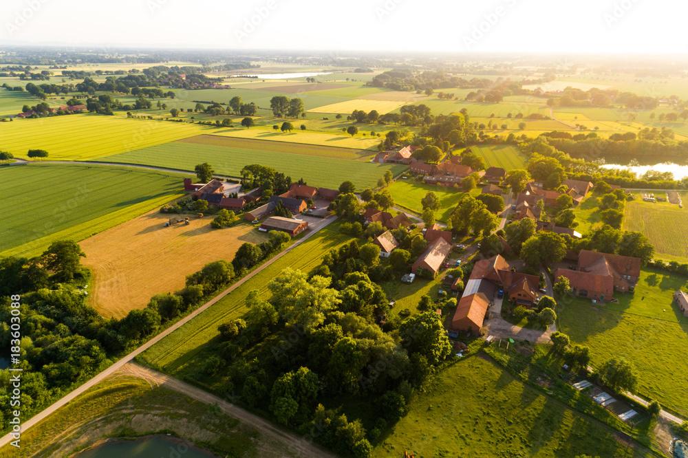 Fototapeta Ortschaft in Deutschland aus der Luft