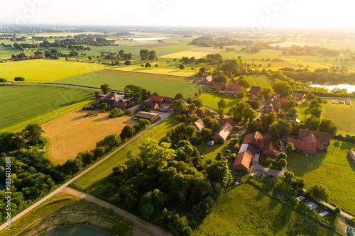Obraz Ortschaft in Deutschland aus der Luft - fototapety do salonu