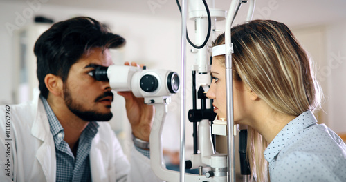 Cuadros en Lienzo Optometrist examining patient in modern ophthalmology clinic