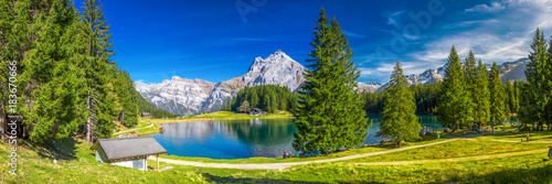 Fototapeten Alpen Arnisee lake in Swiss Alps, Canton of Uri, Switzerland