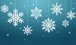 Białe płatki śniegu na niebieskim tle