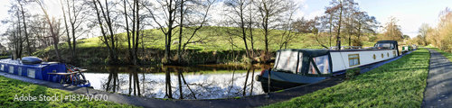 Fotografía The Leeds Liverpool Canal at Salterforth in the beautiful countryside on the Lan