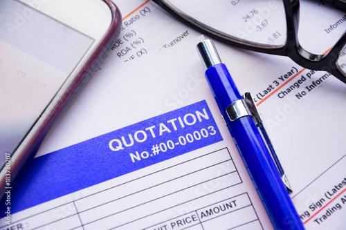 Fotografía  Quotation business document on paper background