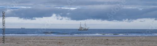 Krabbenkutter an der Küste © blende11.photo