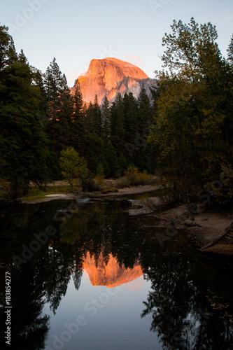 Fotobehang Natuur Park Half Dome Sunset Reflection