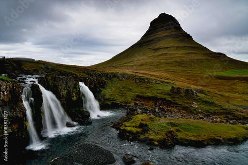 Wasserfall Und Berg Kirkjufell Auf Island Im Herbst Buy This Stock
