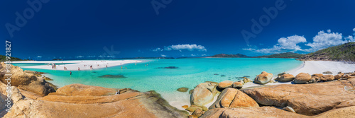 Photo WHITSUNDAYS, AUS - SEPT 22 2017: Panorama of Whitehaven Beach in the Whitsunday