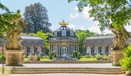 Montage in der Fensternische Historisches Gebaude Eremitage Bayreuth Neues Schloss